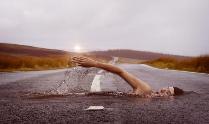swimmer-1678307_1280.jpg